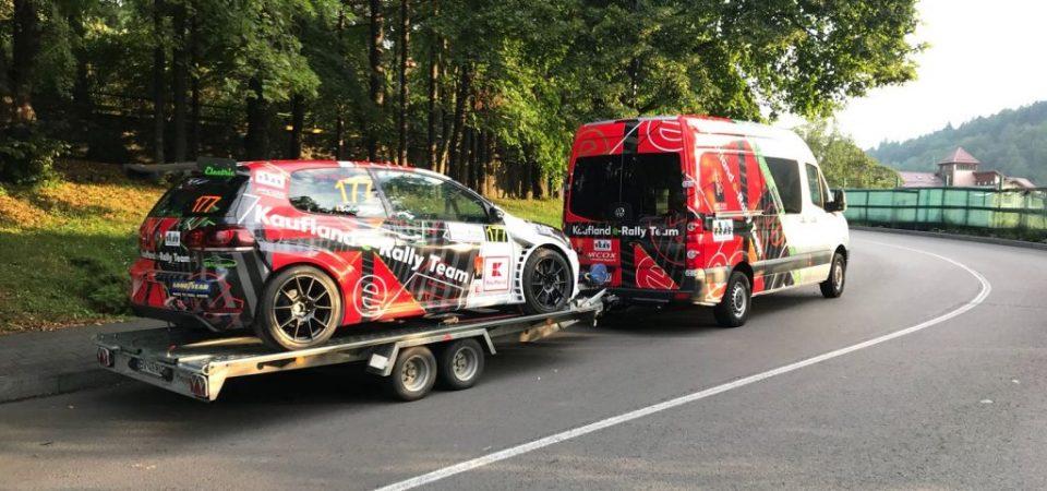 Doua masini electrice prezente la standul Kaufland E-Rally Team de la Campionatul National de Viteza in Coasta Dunlop 2018, Trofeul Sinaia