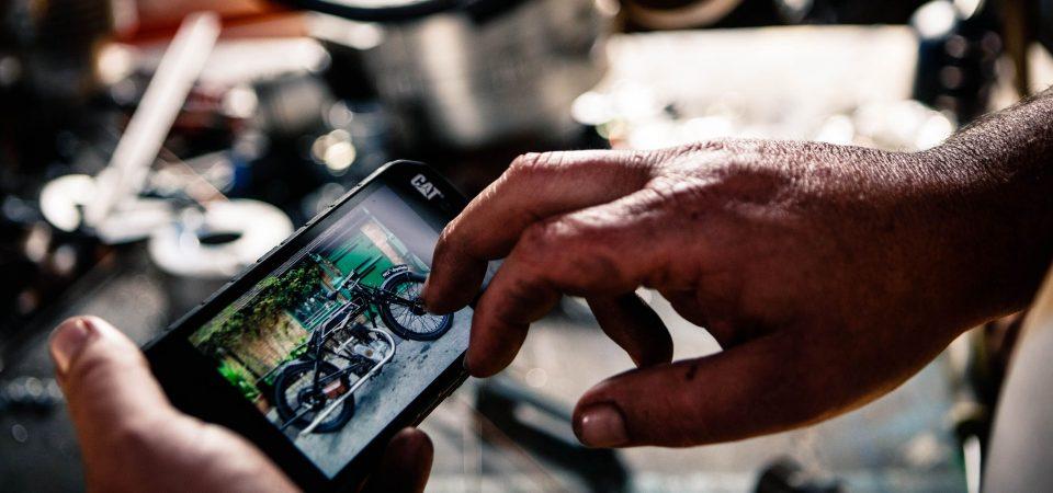 Studiu Cat® phones: unul din trei consumatori europeni a avut ecranul telefonului spart
